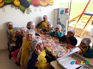 Alimentação infantil na escola creche